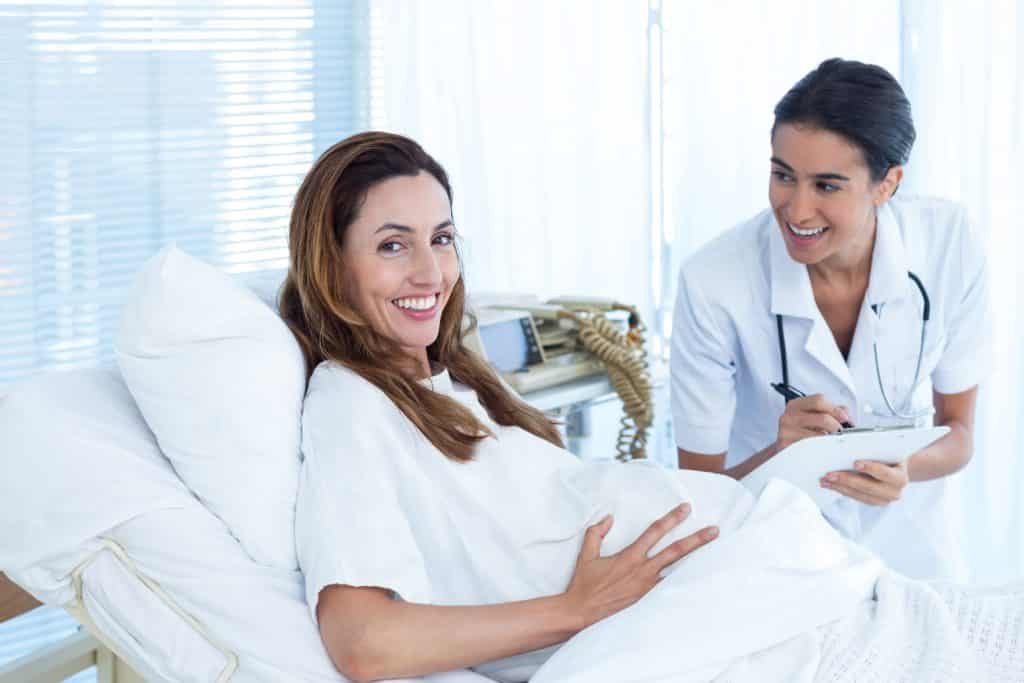 erste blutung nach schwangerschaft